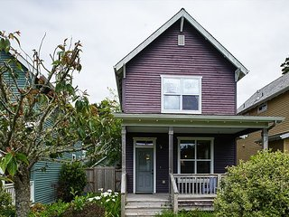 Adorable home for your family and you canine companion in popular Bella Beach, Depoe Bay
