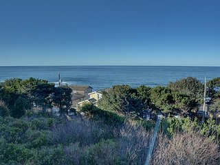 Relax & enjoy the stunning views from this Depoe Bay home w/ sleeping for 8!