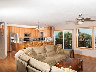 Beautiful Depoe Bay house with pool table & plenty of room for all to enjoy!