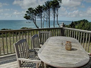 Beautiful home and stunning views in near Beverly Beach for 12 guests!
