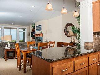 Luxury ground floor oceanfront condo in Newport in historic Nye Beach!