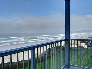 The perfect oceanfront condo for two in the heart of Newport's Nye District!