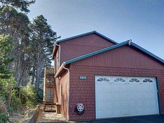 Pet-friendly & affordable studio near Seal Rock State Park. Come and explore!