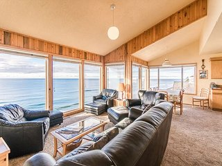Enjoy the best views in Lincoln City at this 3 level home w/ sleeping for 12!