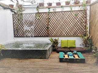 LUXURY 2BR / BEST LOCATION / JACUZZI FOR 6 PEOPLE