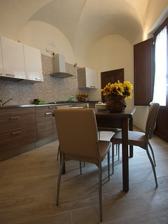 designer's kitchen with dining area for 4 people