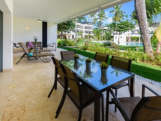 2-bedroom condo in beachfront complex (H1)