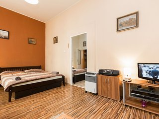 Letná apartment in Holešovice with WiFi & air conditioning.