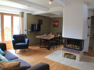 Germain - Modern, stylish apartment with great views from the balconies, Chamonix