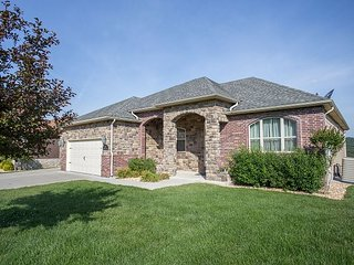Putters Paradise - Lovely 5 Bedroom home located at wonderful Branson Creek, Hollister