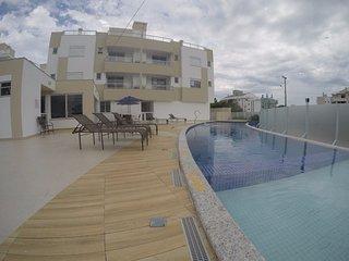 Região nobre da praia dos Ingleses, apartamento novo, rua residencial, natureza!