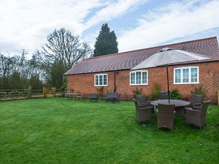 1 SHIRLEY FARM, shared garden, WiFi, walks from the door, Coventry, Ref 936328