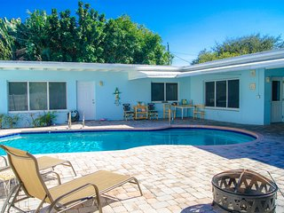 Beautiful & cozy room in our house with big private pool!, Wilton Manors