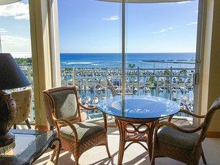 Elegant Asian Inspired Ocean View Condo + FREE Parking!