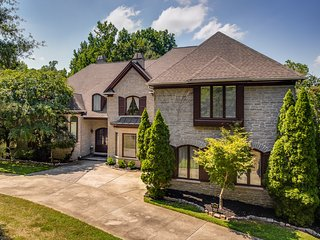 Charlotte 6000SF Luxury Home 6BR 4.5 BA