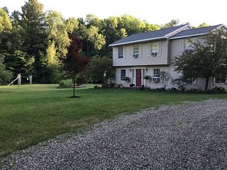 BEAUTIFUL 3 BEDROOM ON PRIVATE 70 ACRE HORSE FARM WITH POOL, Saratoga Springs