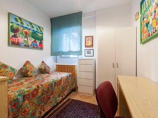 Cheery small and well-furnished room with bath