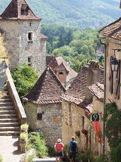 Nous sommes au cœur des plus beaux villages touristiques du Quercy et du Périgord noir.