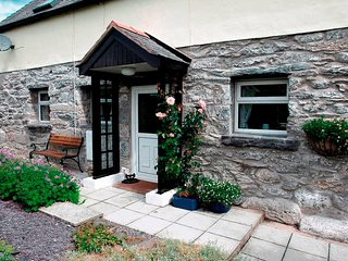 Bala, Pen y Banc Cottage.  Dogs welcome. From L85 per night L395 - L605 pw inc.