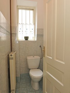 Toilet room. Each bedroom has its own en-suite shower with basin and mirror.