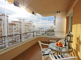 FANTASTIC 1 BED APARTMENT WITH SEA VIEWS AND CENTRAL LOCATION - ESTEPONA PORT