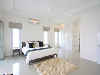 Hua Hin Private Pool villa with 3 bedroom, jazucci and private sundeck/garden