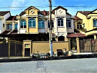 Sunway/Subang Jaya Cozy 2-storey house 5 BR + 3 BA Free 30Mbps WIFI