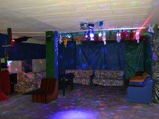 Stanza stanzone + appartamento per fare feste di ogni tipo compleanni ecc.