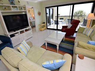 Nicely updated gulf front condo with free WIFI