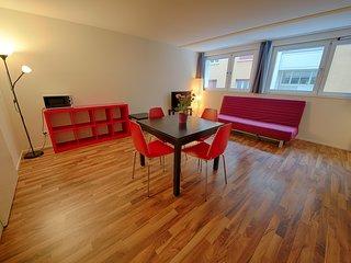 ZH Badenerstrasse VIII - HITrental Apartment Zurich