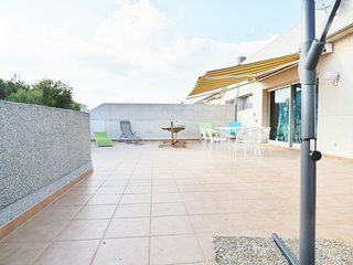 Atico 6 pers., terrasse 70m2, piscine, TV France, parking, 150m de la plage, Salou