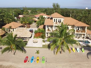 Luxury Family Retreat, Sunrise Over the Sea, Sunset Over Mountains (Sleeps 14), Placencia