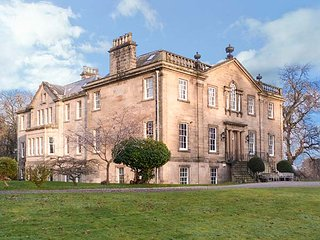 DALVEY HOUSE, detached mansion, spacious grounds, woodburner, Forres, Ref 948705