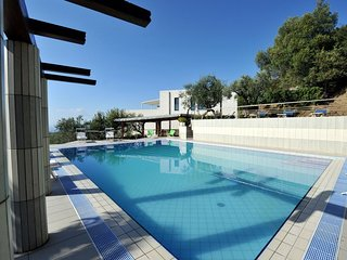 Large villa with sea-front pool - 12 bedrooms