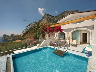 Villa Coralia overlooking the sea