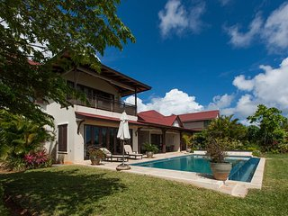Ocean Front Luxury Holiday Villa With Private Pool on Eden Island