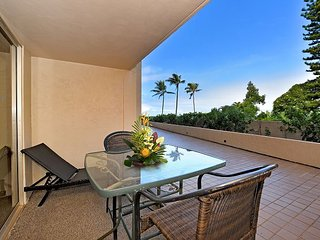 Oceanfront Resort Studio condo with Central A/C and washer & dryer, Lahaina