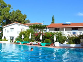 Family Villa (Sleeps 3 + 1 Child) -Near a lovely sandy beach shops & restaurants, Alsancak - Karavas