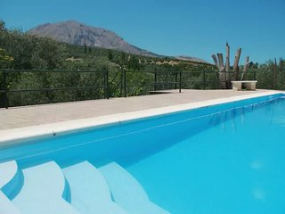 Villa surrounded by nature & mountains views., Bedmar