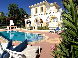 Villa Orange-Private Pool, Near Sandy Beach Restaurants & Shops