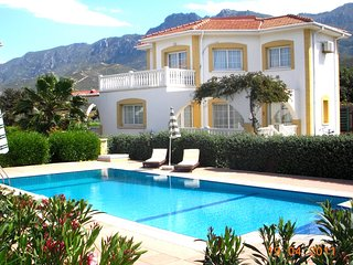 Villa Bougainvillea - 3 Bedroom 2 Bathrooms