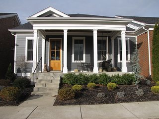 Derby perfect. Walkable neighborhood convenient to XWAY, restaurants, & grocery, Louisville