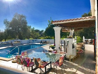 STUNNING CHEERFUL RUSTIC HOUSE villa  5 DOUBLE bedrooms, pool WIFI & SEA, Santa Eulalia del Rio
