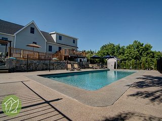5 Bedroom 1 Acre with Private Pool by Sage Vacation Rentals