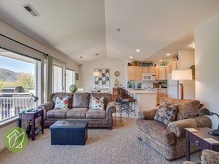 Park Pointe Condo A303 by Sage Vacation Rentals, Chelan