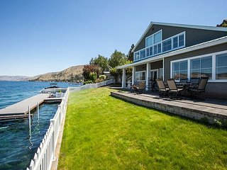 3 Bedroom Waterfront Home w/ Dock and Buoys by Sage Vacation Rentals, Chelan