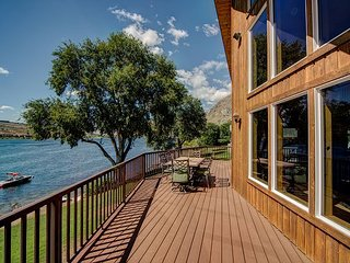 NEW! Cozy Waterfront Home on Lake Entiat by Sage Vacation Rentals