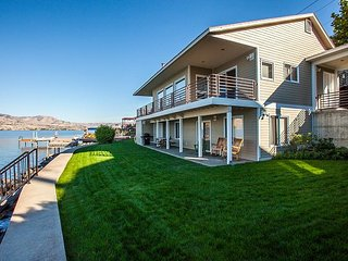 NEW- Waterfront on Southshore with Hot Tub by Sage Vacation Rentals, Chelan