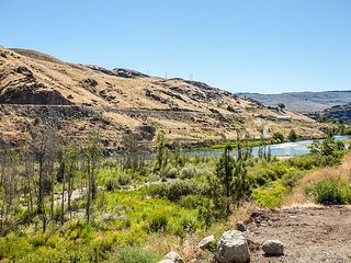 Waterfront Luxury on Methow- Great-Getaway Rates! by Sage Vacation Rentals