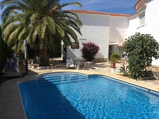 DENIA -Bungalow 90m2,  Pool 5x10m, Terrace, Sea fine Sandy Beach 200m, Parking, WIFI, Sat. TV, Els Poblets